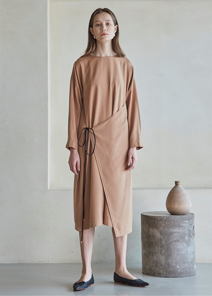FRONT STRAP WRAP DRESS_BROWN
