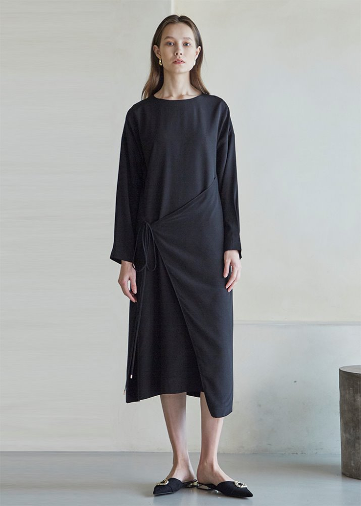 FRONT STRAP WRAP DRESS_BLACK