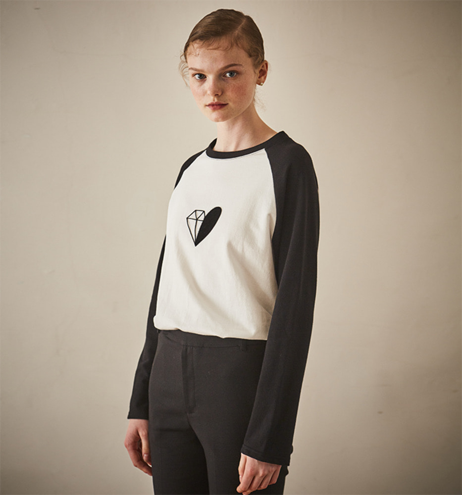 DIAMOND AND HEART POINT TOP_Black