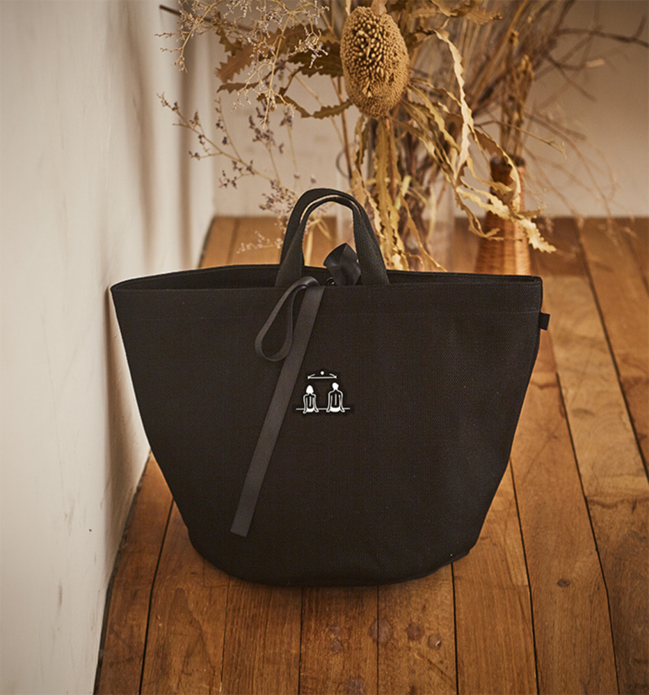 LOVER'S STREET POINT ROUND CANVAS BAG_Black