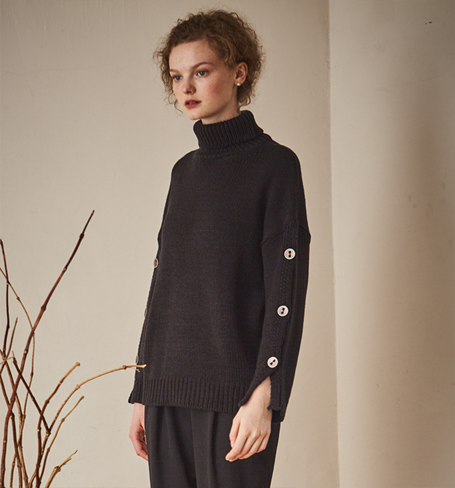 SLEEVE BUTTON POINT KNIT_Black