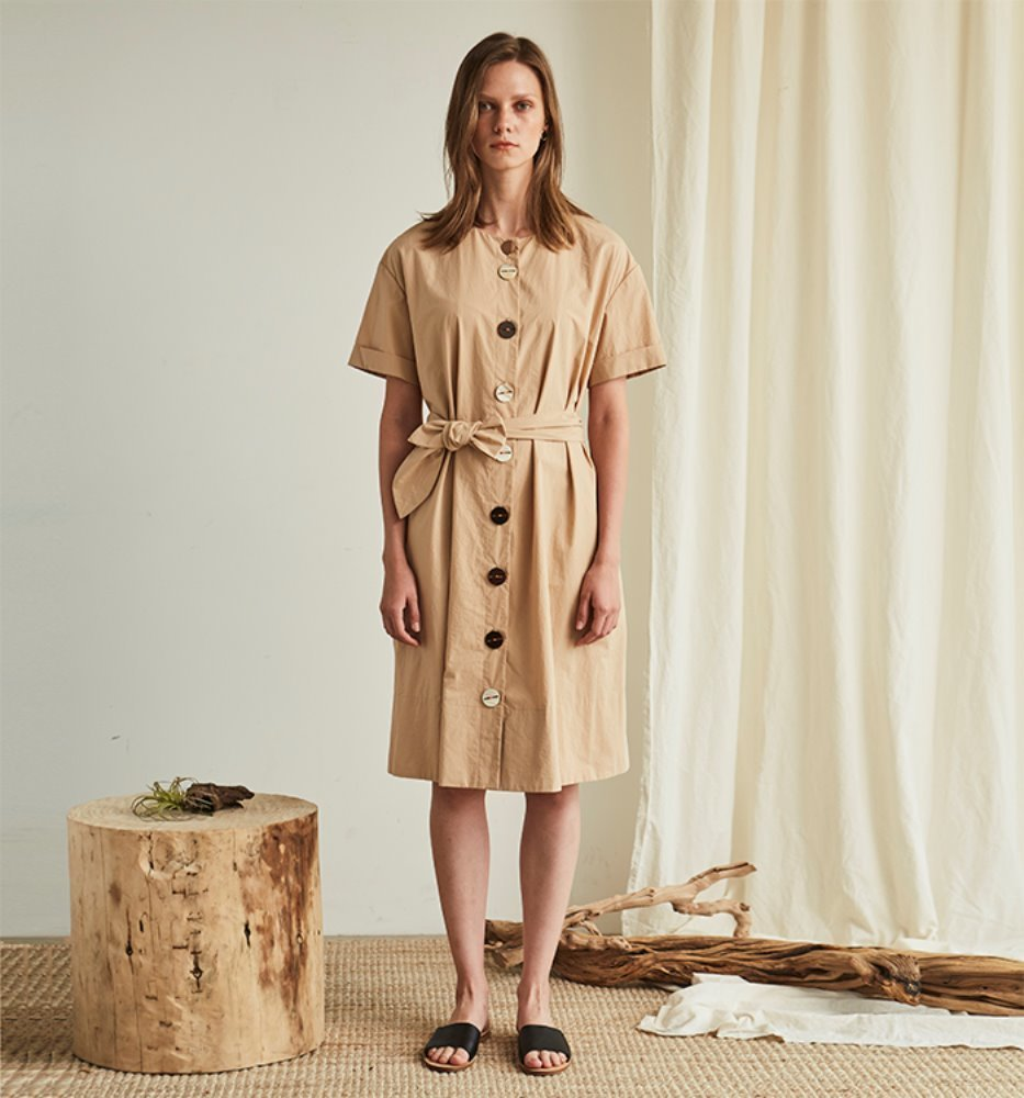 BUTTON POINT DRESS_BEIGE