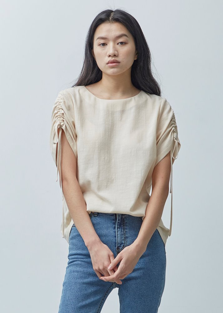 HALF SLEEVE SHIRRING BLOUSE_BEIGE