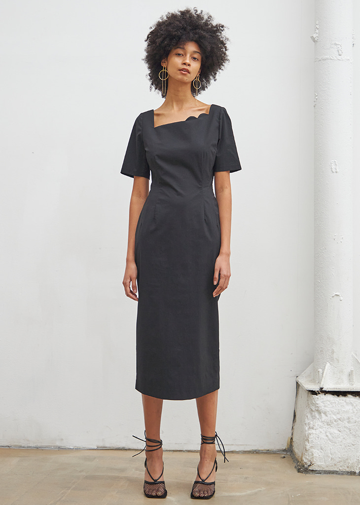 [4월20일 예약배송]SECOND HALF MOON NECK DRESS_BLACK