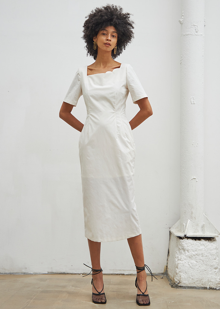 [4월20일 예약배송]SECOND HALF MOON NECK DRESS_WHITE